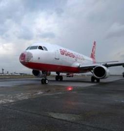 Doludan hasar gören Atlas Global uçagi kalktigi alana geri döndü.